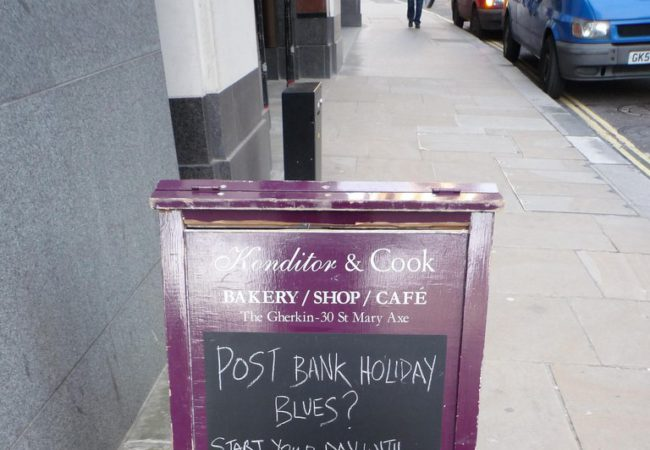 How to Strategically Use Pavement Signs to Increase Footfall